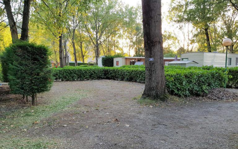Location d'emplacements ombragés en Ardèche Verte