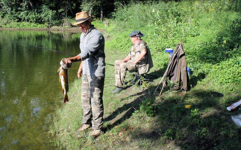 Pêcheurs au camping d'Andance